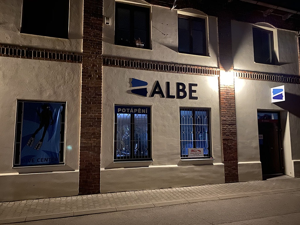 ALBE | ALBE Centrum potápění Brno pohled v noci